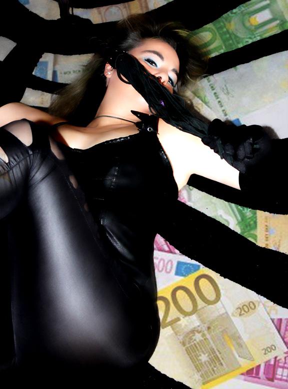 Domina Ishtar, Sumisión financiera